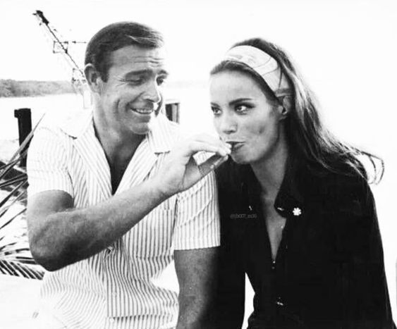 http://celebsmokers.altervista.org/albums/userpics/10011/claudine_auger22.jpg
